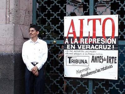20071011111346-represion-tribuna.jpg