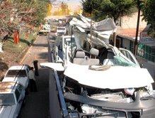 Se impacta trailer contra puente peatonal