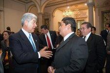Peña Nieto asesta golpe económico al gobierno perredista de Gutiérrez Cureño