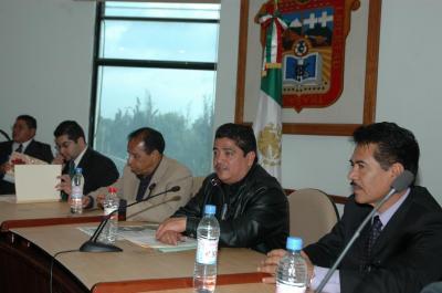 20070529215046-cureno-firma-convenio-sindical.jpg