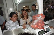 Usted ya podrá checar si le pesan correctamente su compra en la Central de Abastos; Gutiérrez Cureño inauguró módulo de Profeco