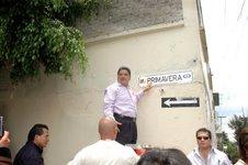 """Gobierno perredista publicitará a empresas """"antipeje""""; financiarán placas para identificar calles a cambio de publicidad gratuita y permanente"""