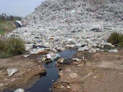 El basurero municipal de Chiconautla derrama lixiviados, contaminantes de alta peligrosidad