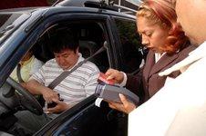Taxista, el primer infraccionado con el nuevo Reglamento de Tránsito Metropolitano; puedes pagar tu multa con tarjeta