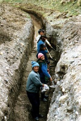 Las mujeres de San Isidro agarraron el pico y la pala; realizan obra comunitaria
