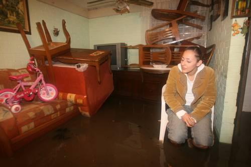 Se desbordó el Río de los remedios; se anegaron 300 viviendas con aguas negras