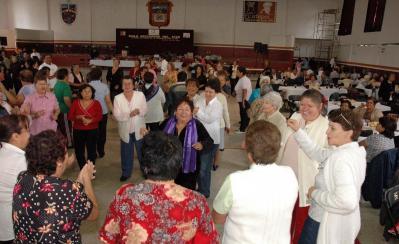 A ritmo de danzón, los adultos mayores festejaron su día; recibirán en dos meses una tarjeta de 100 pesos