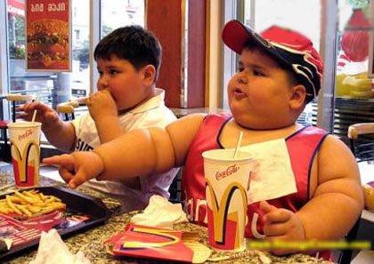 Guerra contra la comida chatarra; escuelas acuerdan que sus cooperativas expendendan sólo productos nutritivos