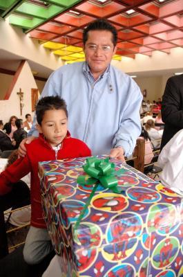 Funcionarios municipales apadrinan niños de la Casa Hogar de Ecatepec