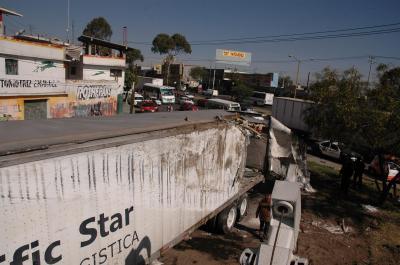 20071105234213-volcadura-trailer-2.jpg