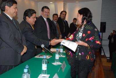 20071114094552-cureno-entrega-premios-a-municipios-1.jpg