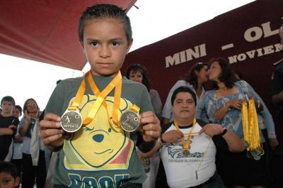 """La delincuencia en """"Los Héroes"""" casi erradicada, afirmó Gutiérrez Cureño durante la premiación de las miniolimpiadas de la zona"""