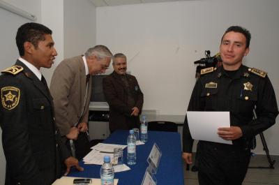 20071128220812-reconocimiento-unitec-a-policias-2.jpg