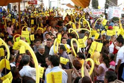 AMLO llama a los mexiquenses a protestar contra el gasolinazo, el aumento de impuestos y la libre importación de maíz y frijol