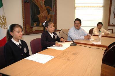20071201121135-ninis-ecologistas-en-el-cabildo-1.jpg