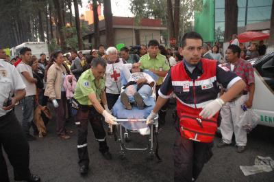La policía estatal reprime a vecinos de Ecatepec que demandaban despensas en Toluca
