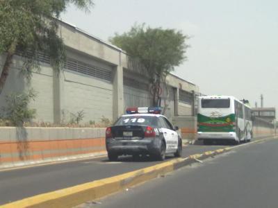 20110408031641-patrulla-prepotente-apunto-de-ocacionar-un-accidente.jpg