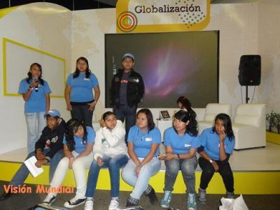 Niños y jóvenes trabajan en mejorar su entorno