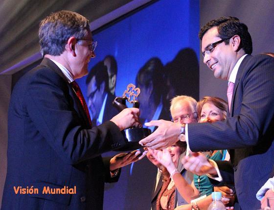20110922155439-entrega-premio.jpg