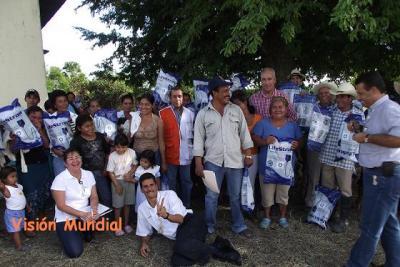 Benefician a 1,000 familias con purificadores de agua en Tabasco